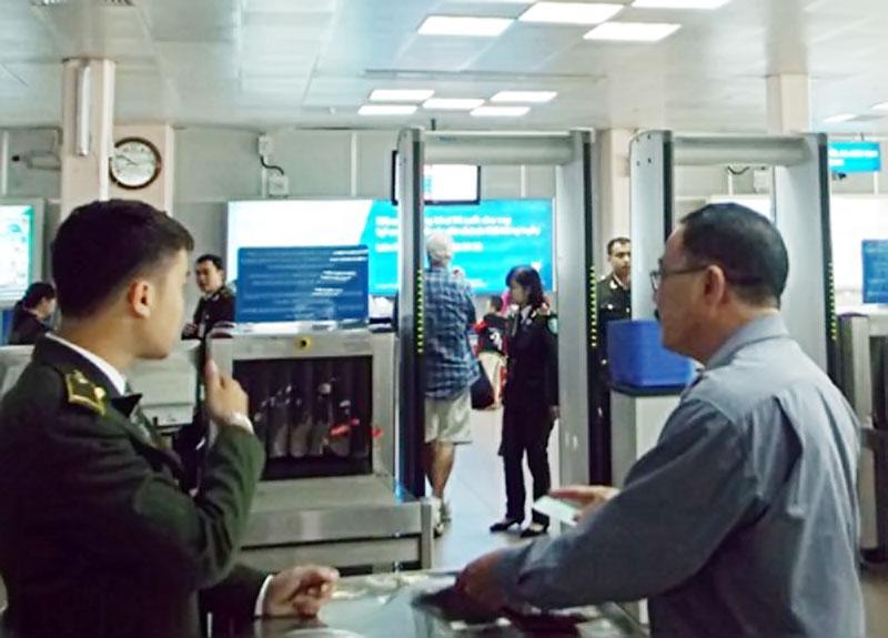 Cổng từ an ninh sân bay